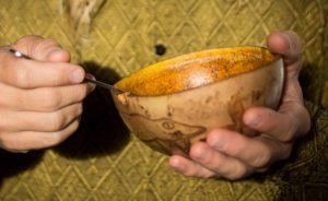 Aus der Kalebasse essen