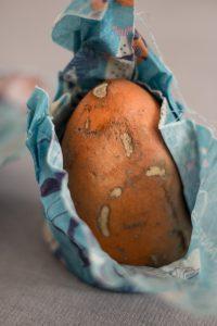 Süßkartoffel in Wachstuch
