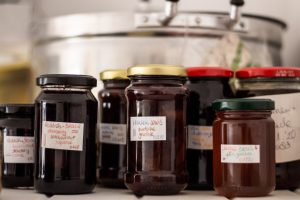 Einweckgläser mit Marmelade