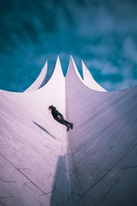 Parkour Sportler auf dem Tempodrom in Berlin